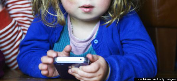 10 motivi per cui i dispositivi portatili dovrebbero essere vietati ai bambini al di sotto dei 12 anni