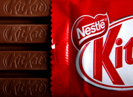 Eating A KitKat Like This Is Totally Grounds For Divorce