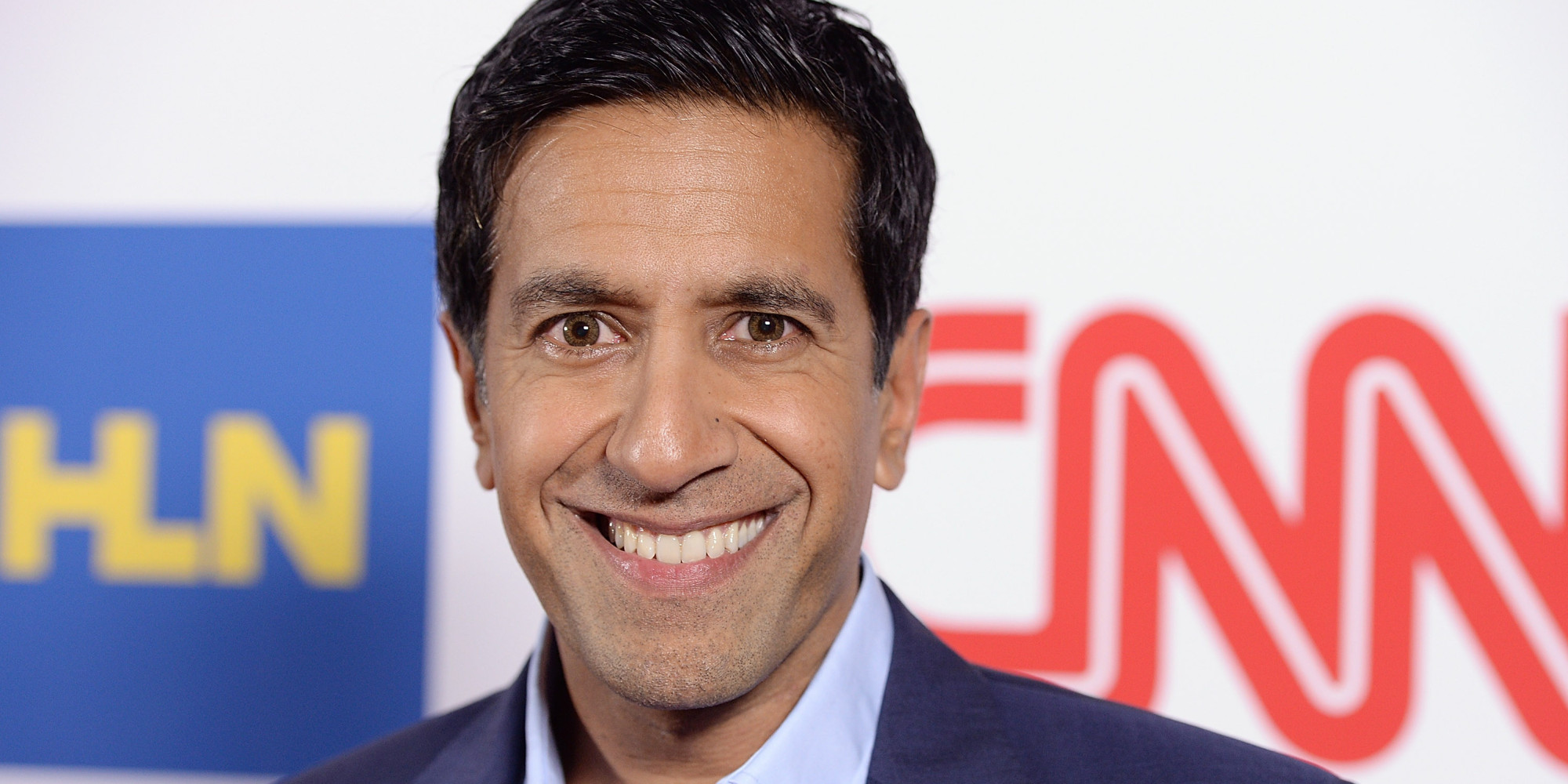The 48-year old son of father (?) and mother Damyanti Gupta, 187 cm tall Sanjay Gupta in 2018 photo
