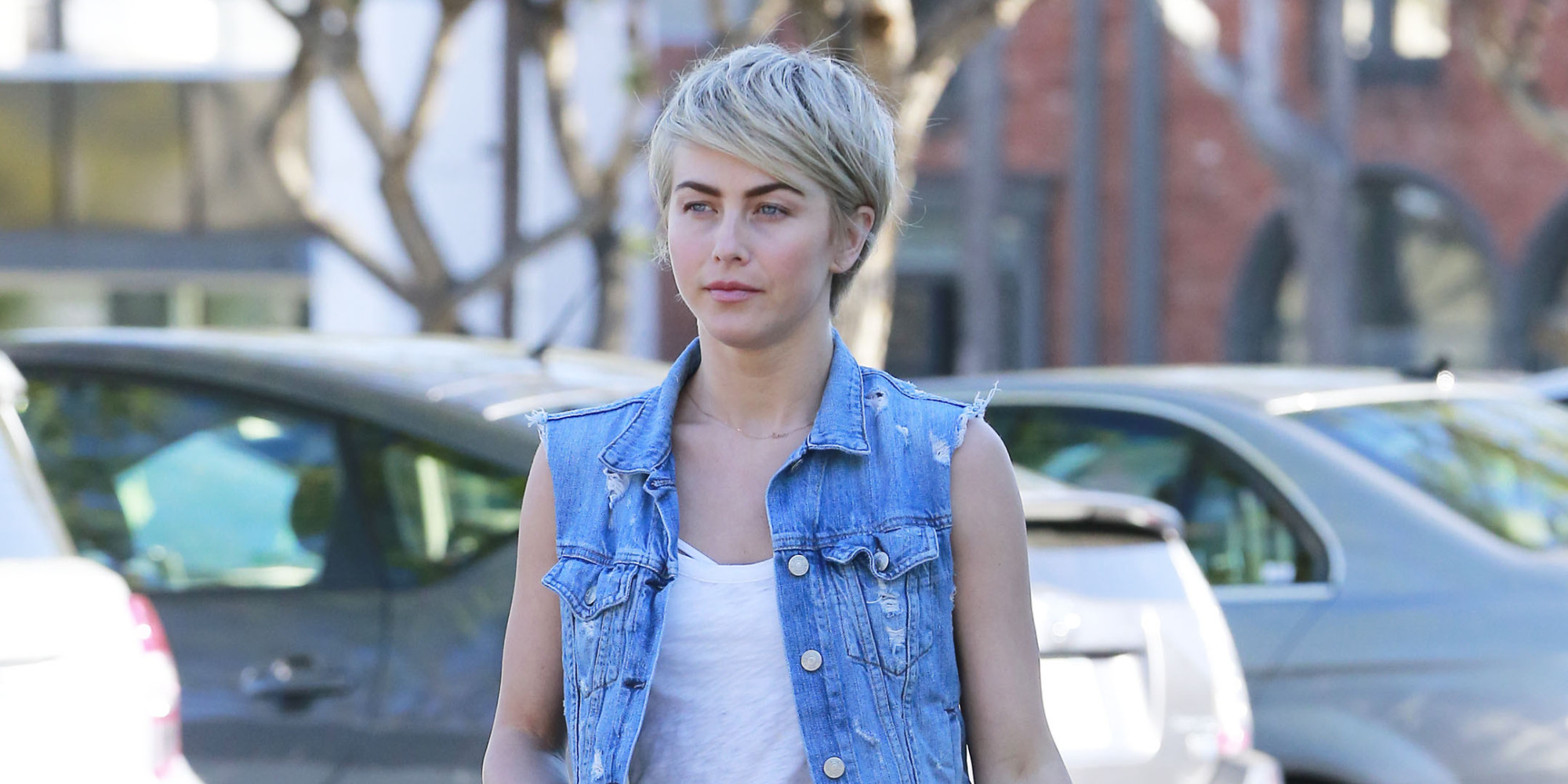 Julianne Hough Whips Out Her Short Shorts Just In Time For Spring Huffpost