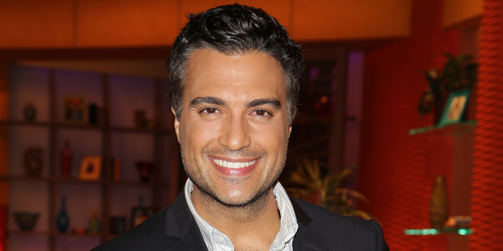 Jaime Camil Lands Big Role In CW's 'Jane The Virgin ...