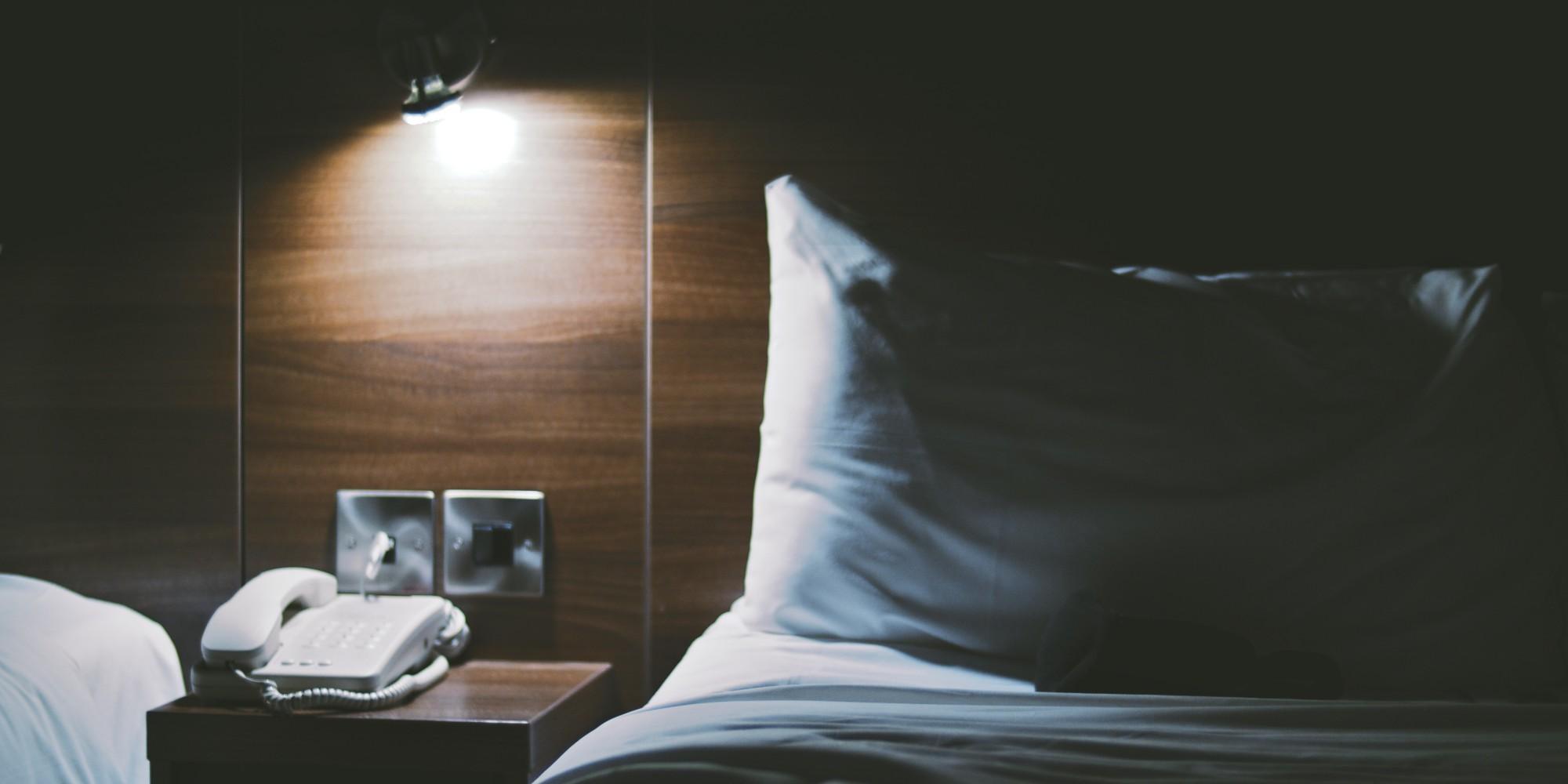 Arte € ™ Hidden Hotel Wall Secret s acecho en su habitación de hotel ()