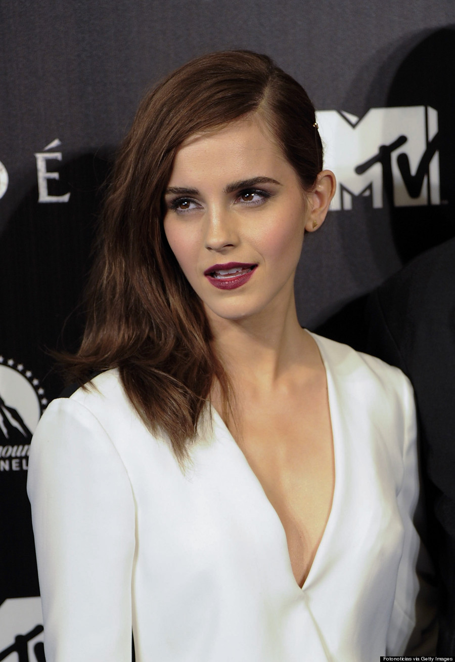 Emma Watson S Bold Red Lip Makes A Mature Statement Photos