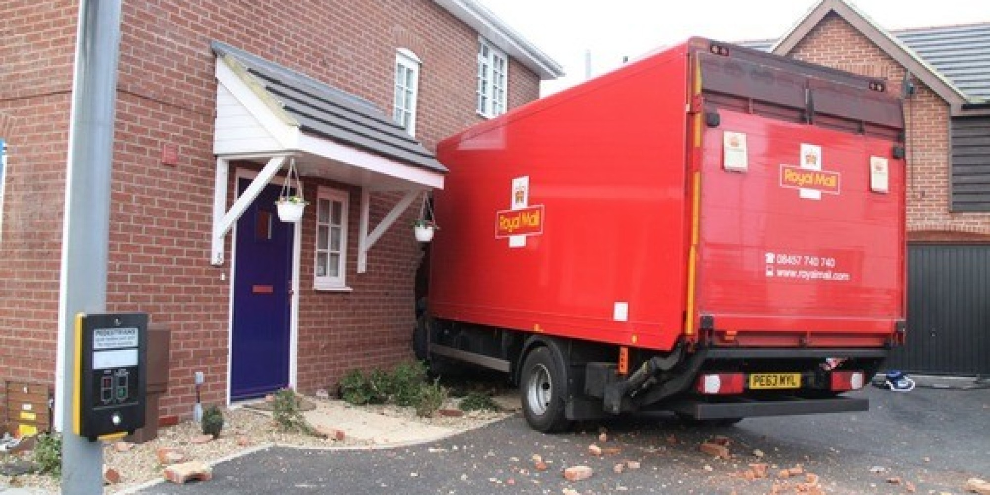 royal mail lorry crashes into gosport house huffpost uk. Black Bedroom Furniture Sets. Home Design Ideas