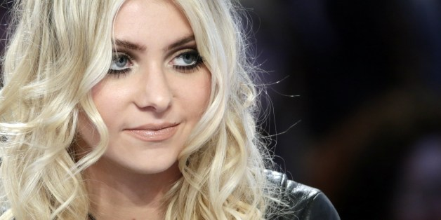 taylor momsen strips down to full�frontal nudity in