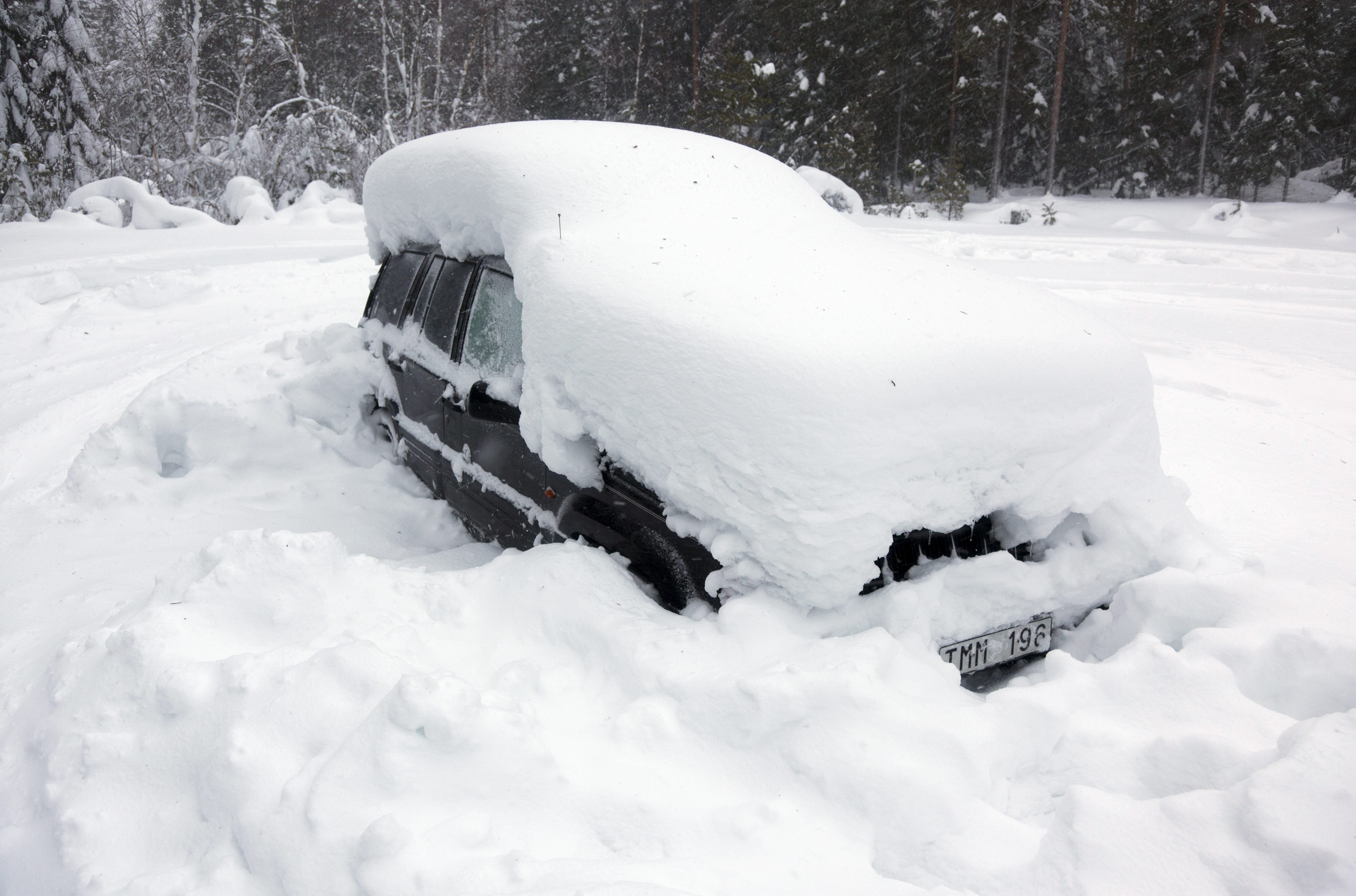 man snow car sweden