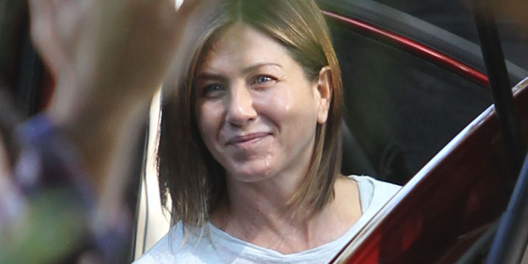 Jennifer Aniston Goes Fresh-Faced On The Set Of 'Cake' Jennifer Aniston