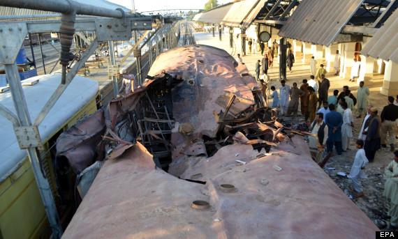 pakistan train blast