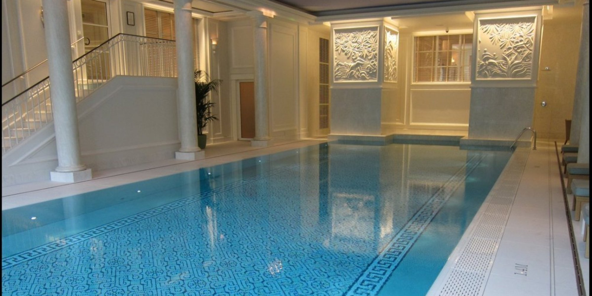 Luxe chinese dining and blissful swimming at the shangri for Swimming pool paris