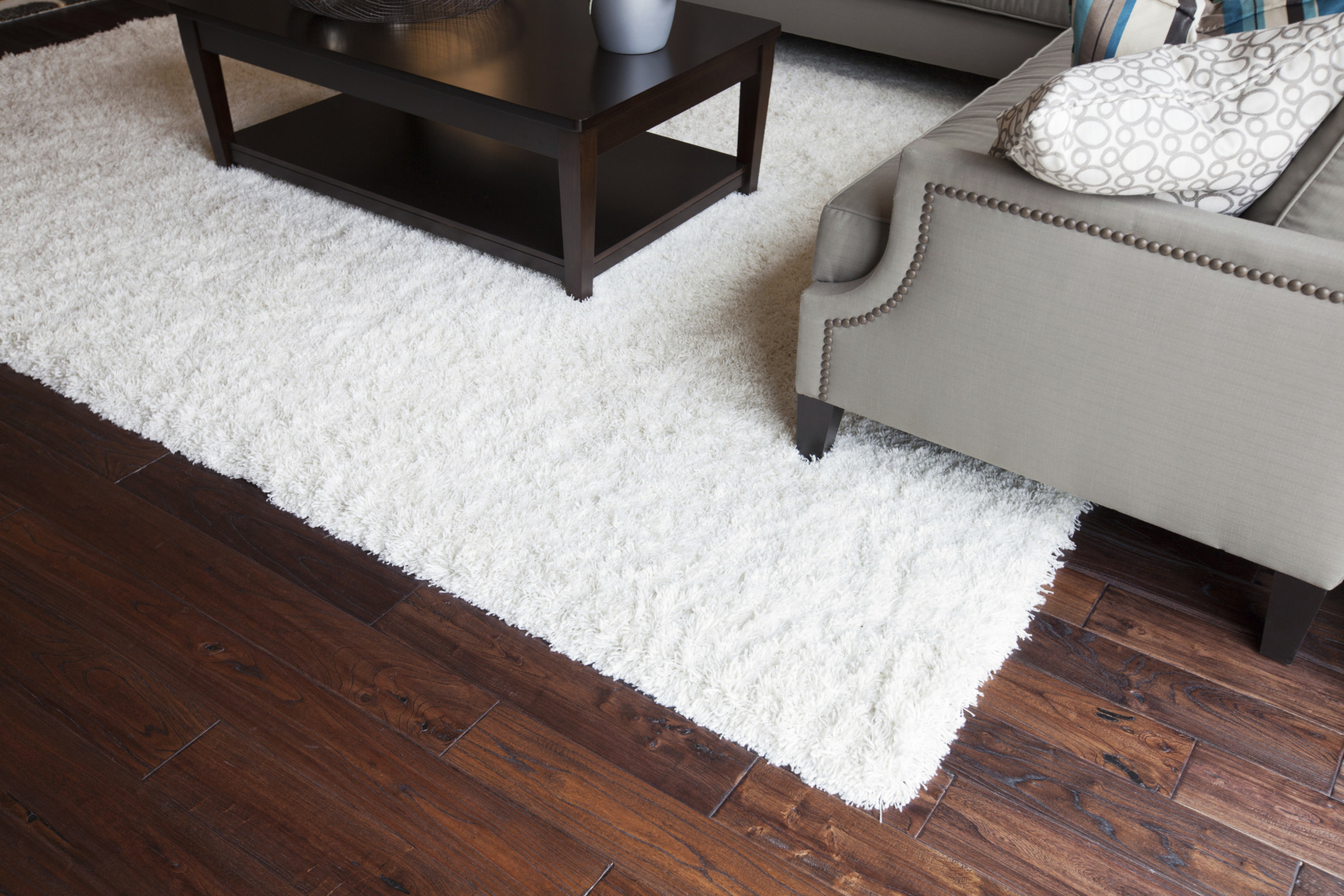 9 things you 39 re doing to ruin your hardwood floors without for Throw rug on top of carpet