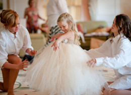 10 Flower Girls Doing What They Do Best