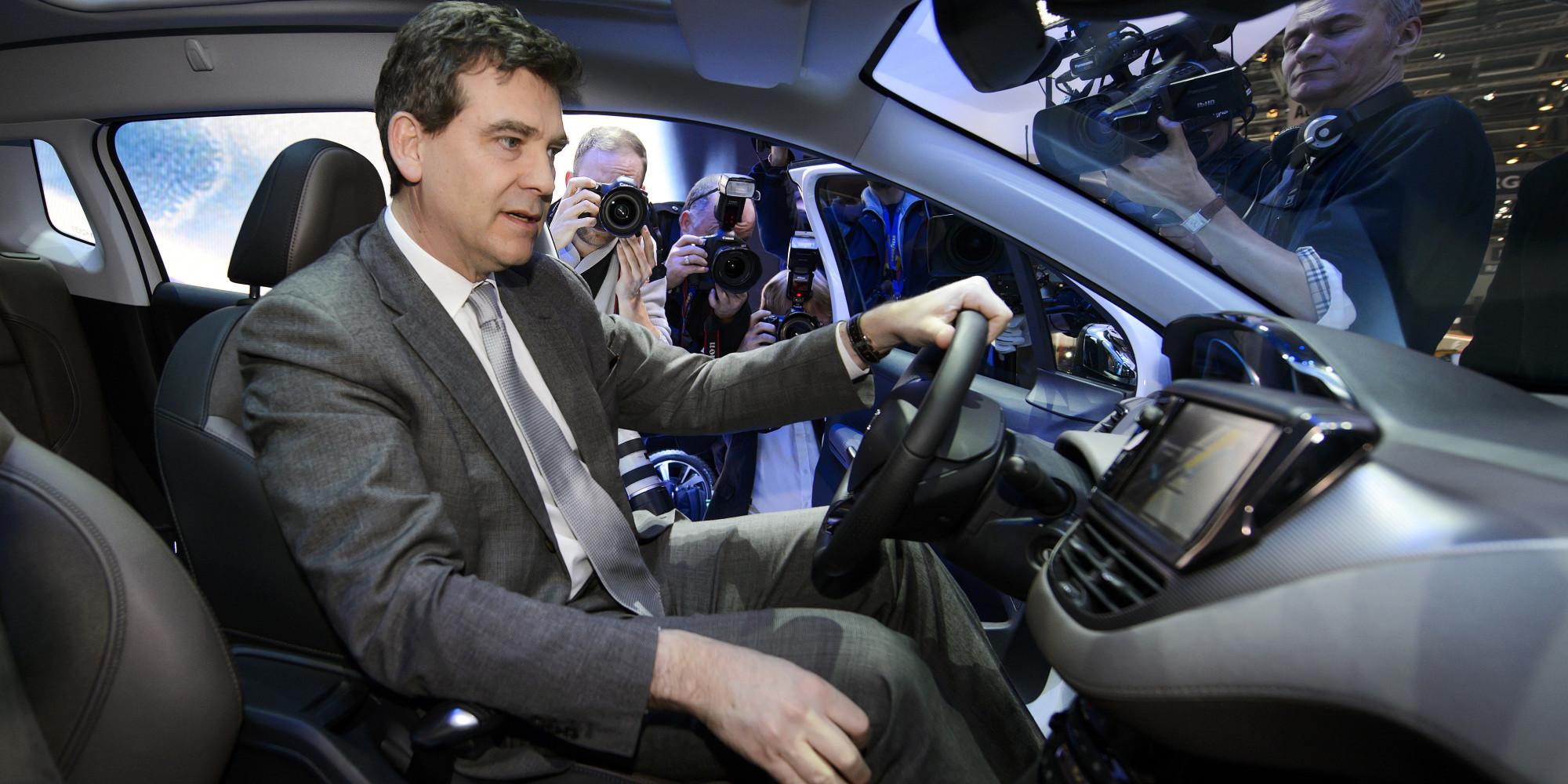 montebourg dans sa voiture le ministre qui aime se faire filmer en roulant. Black Bedroom Furniture Sets. Home Design Ideas