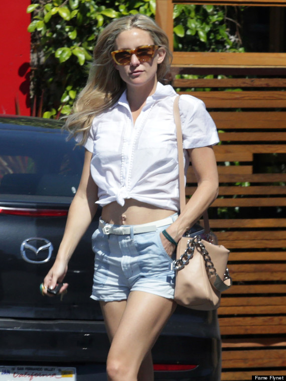 kate hudson dons belly shirt and shorts for lunch with