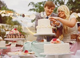 9 Delicious Reasons To Have More Than One Cake At Your Wedding