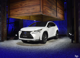 Il nuovo suv della Lexus presentato come se fosse a Masterchef (FOTO)