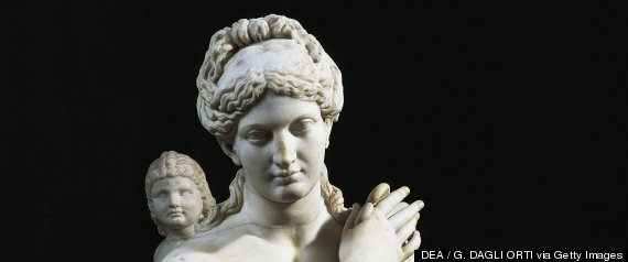 greek aphrodite statue