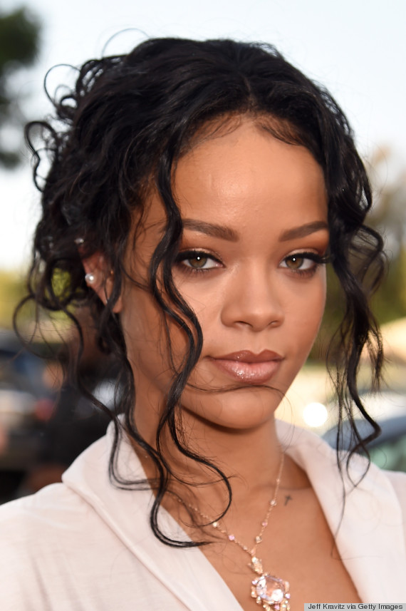 rihanna sports her sexiest lingerie at the 2014 mtv movie