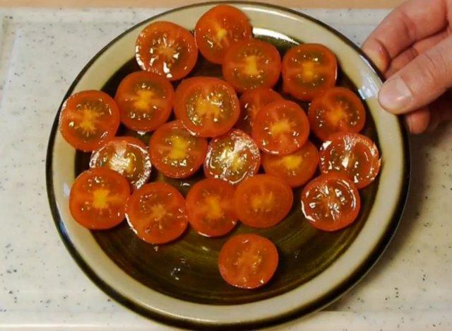 vid o comment couper des tomates cerises facilement et rapidement. Black Bedroom Furniture Sets. Home Design Ideas