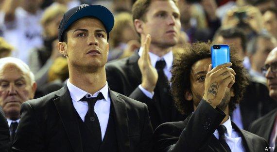 cristiano ronaldo traje con gorra