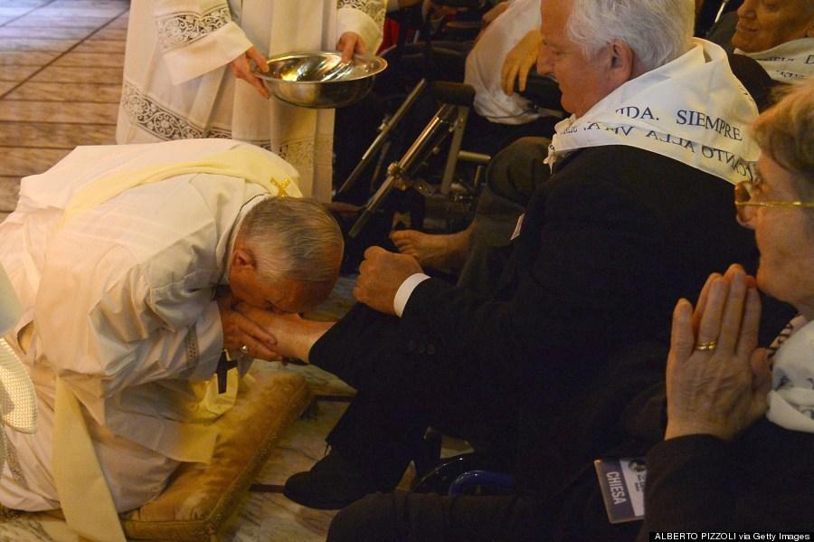 pope francis wash feet