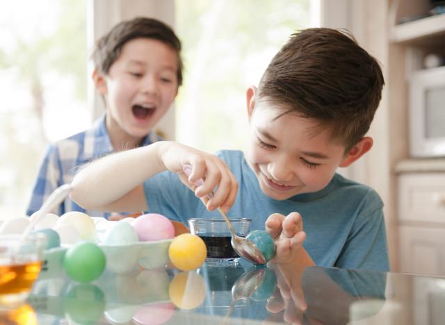 PÂQUES - Demain, cest Pâques. Les enfants trépignent dimpatience ...
