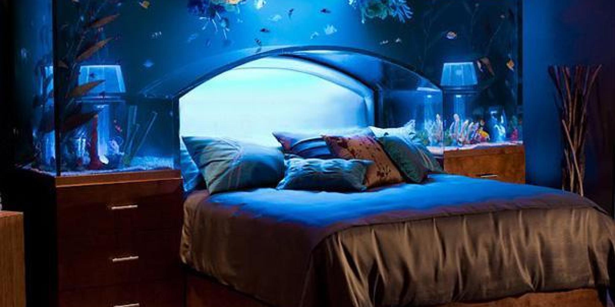 20 idee pazze per arredare la propria casa dal letto acquario alla porta tavolo da ping pong foto - Acquario per casa ...