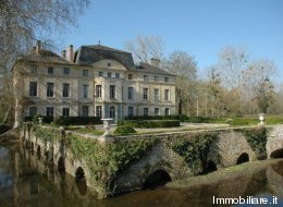 Les photos du château mis en vente par Catherine Deneuve