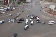Cars at intersection without traffic lights | Pic: YouTube
