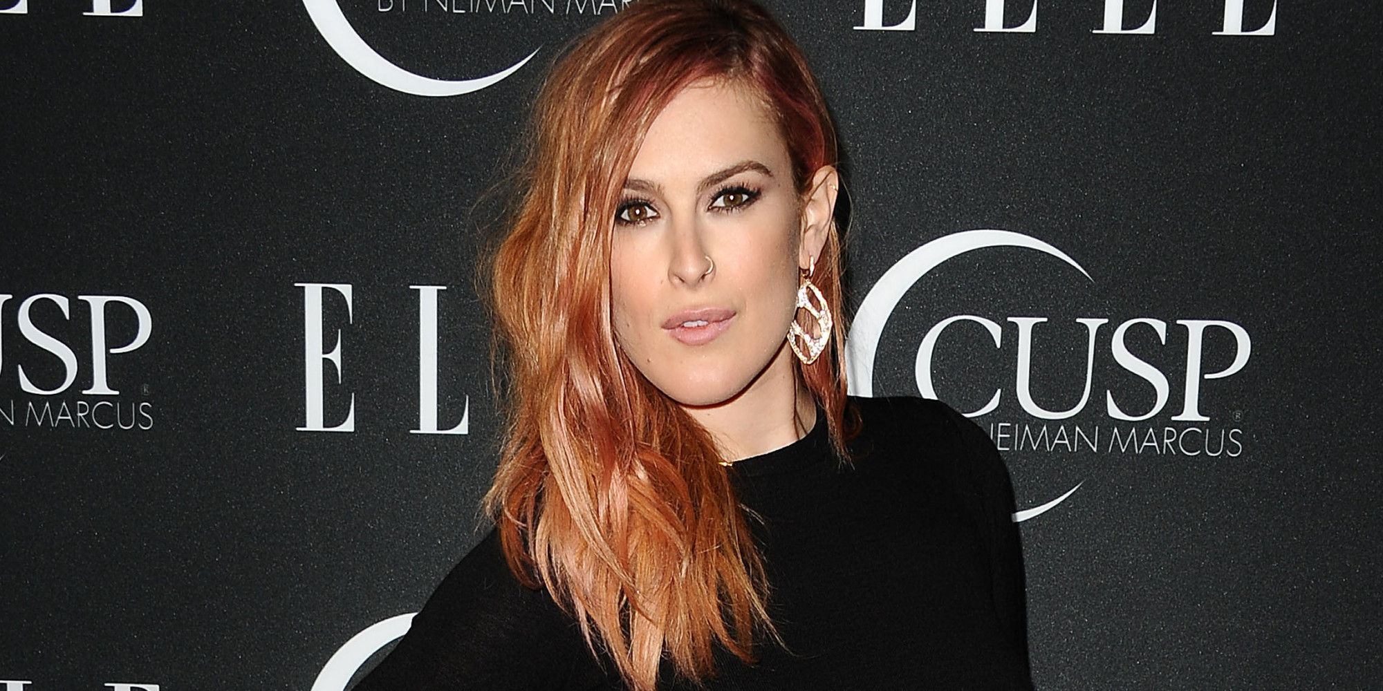 The 29-year old daughter of father Bruce Willis and mother Demi Moore, 168 cm tall Rumer Willis in 2018 photo