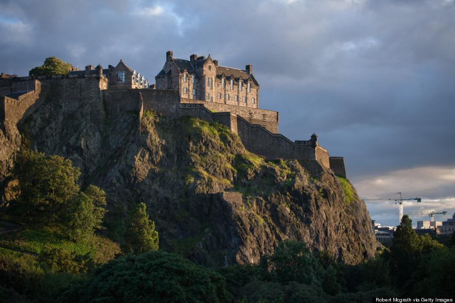 edinburgh castle cliff