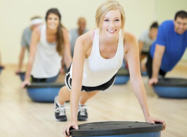 se muscler les pectoraux 224 la maison top 3 des exercices pour hommes et femmes patrice canard