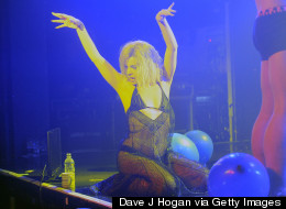 Lily Allen Performs 'Drunk In Love'... Dressed As Beyoncé