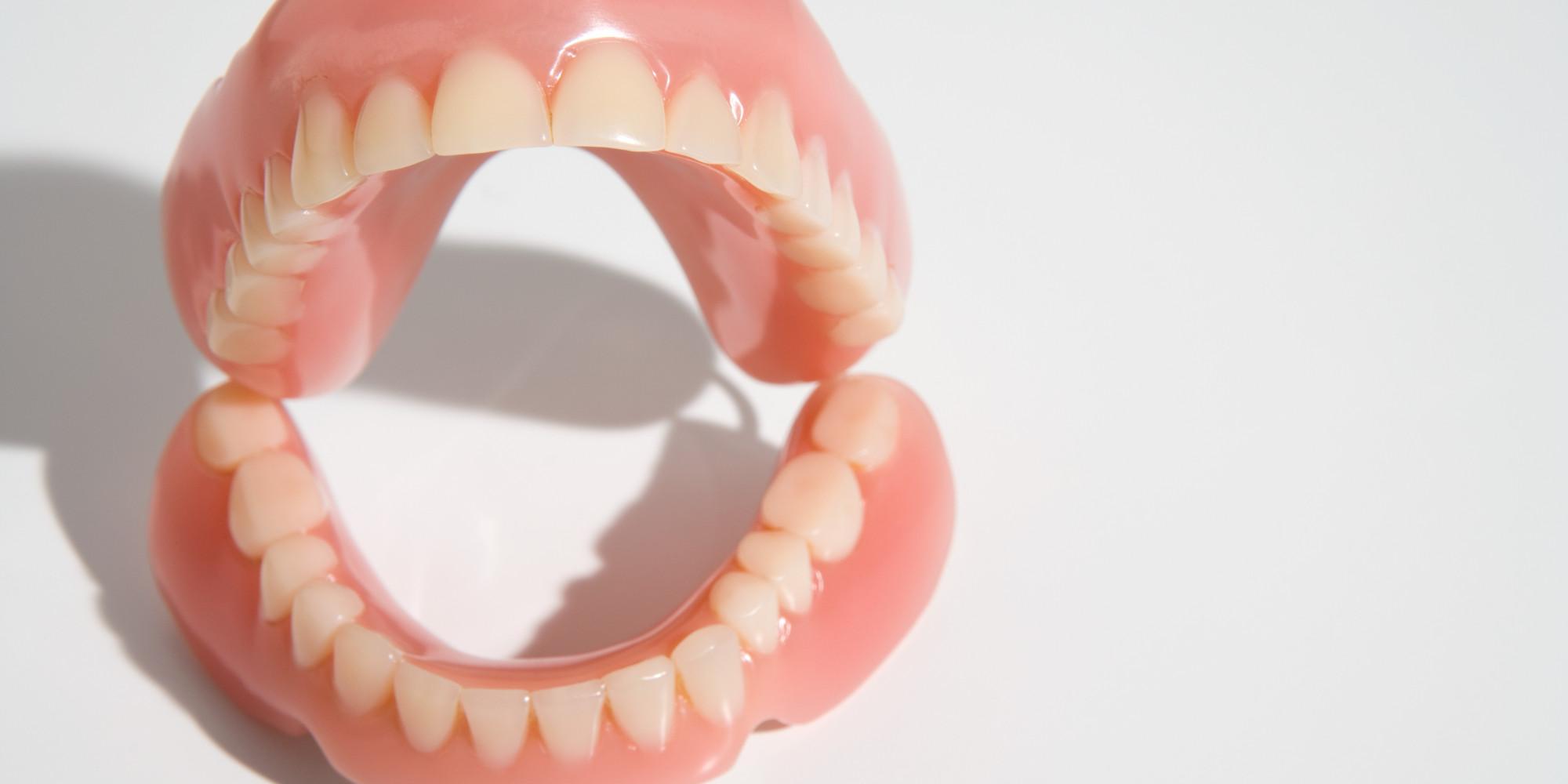 Зубные протезы в подарок