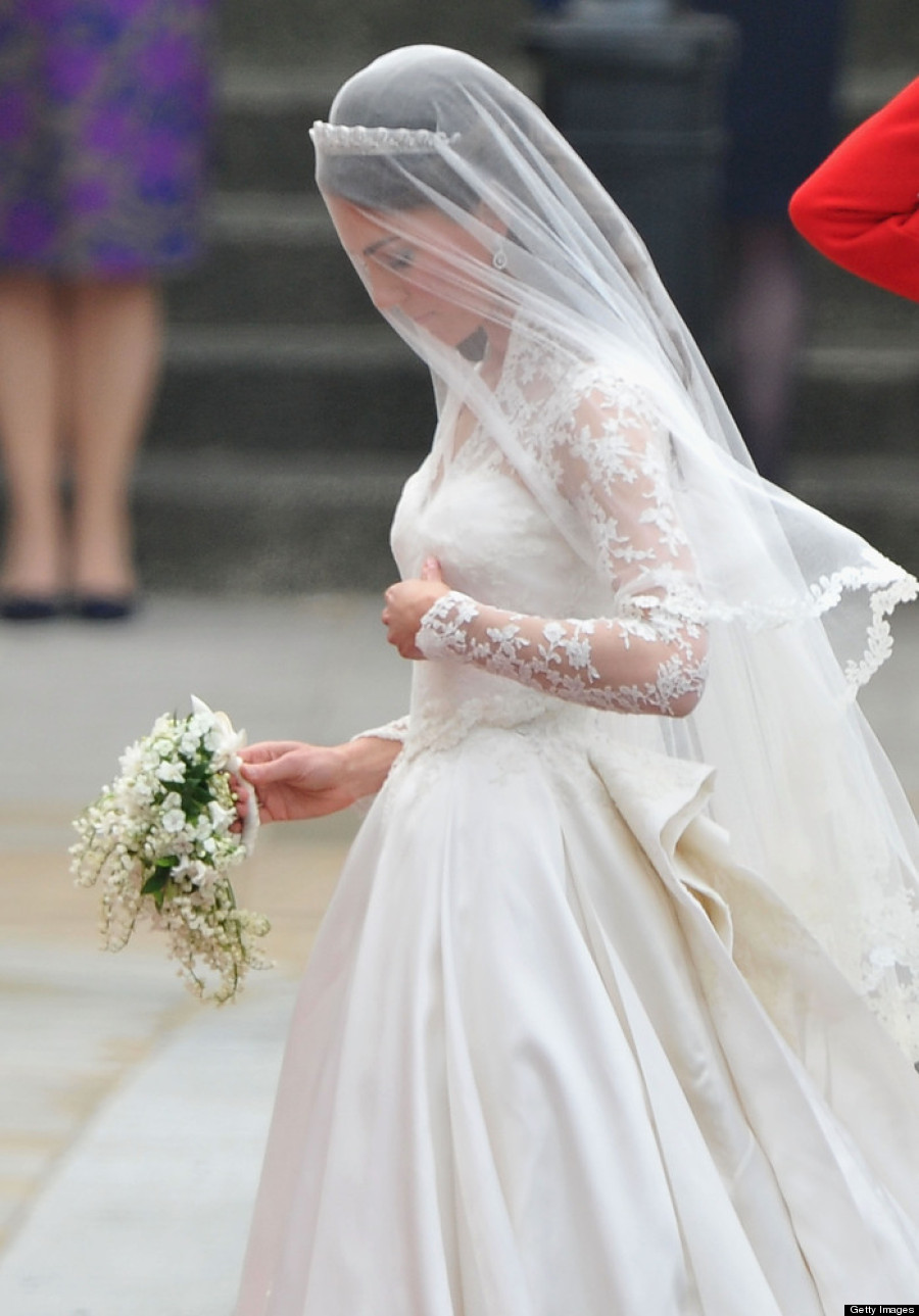 Kate middleton 39 s wedding dress still holds up photos for Kate middleton wedding dress where to buy