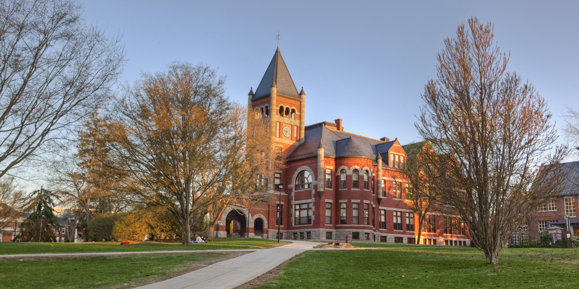 university new hampshire college essay Compare colleges: university of new hampshire-main campus ($30,256 usd out-of-state, 786% acceptance rate) vs keene state college ($21,408 usd out-of-state, 788.