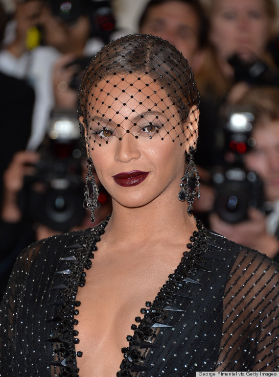 Bold Dark Lips Take Over The 2014 Met Gala Red Carpet