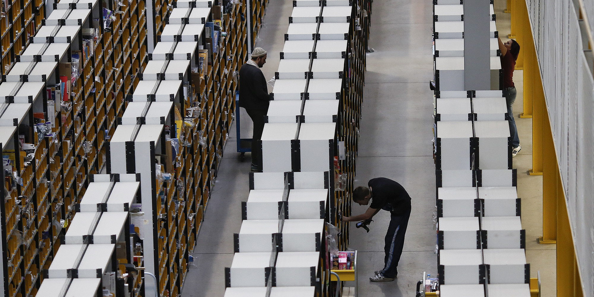 amazon warehouse workers barely have time to eat lunch lawsuit amazon warehouse workers barely have time to eat lunch lawsuit the huffington post