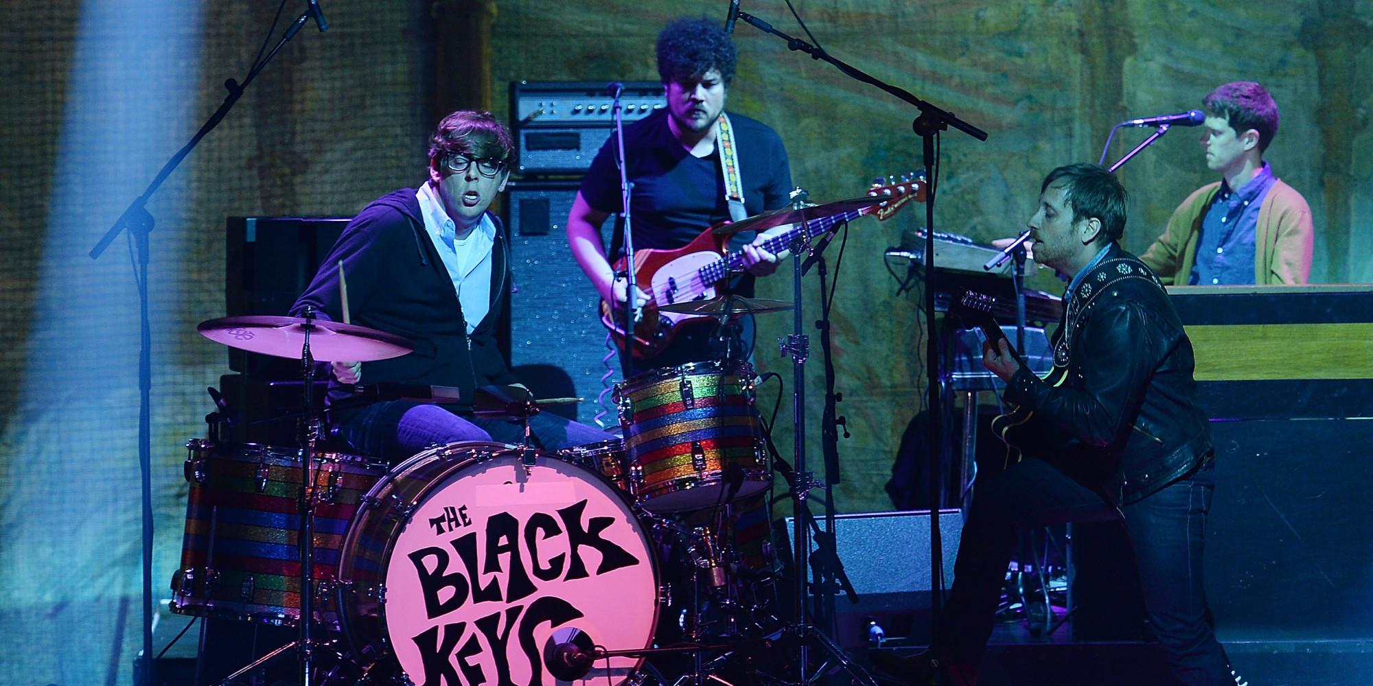 Black Keys Spread 'Fever' on 'SNL' - yahoo.com