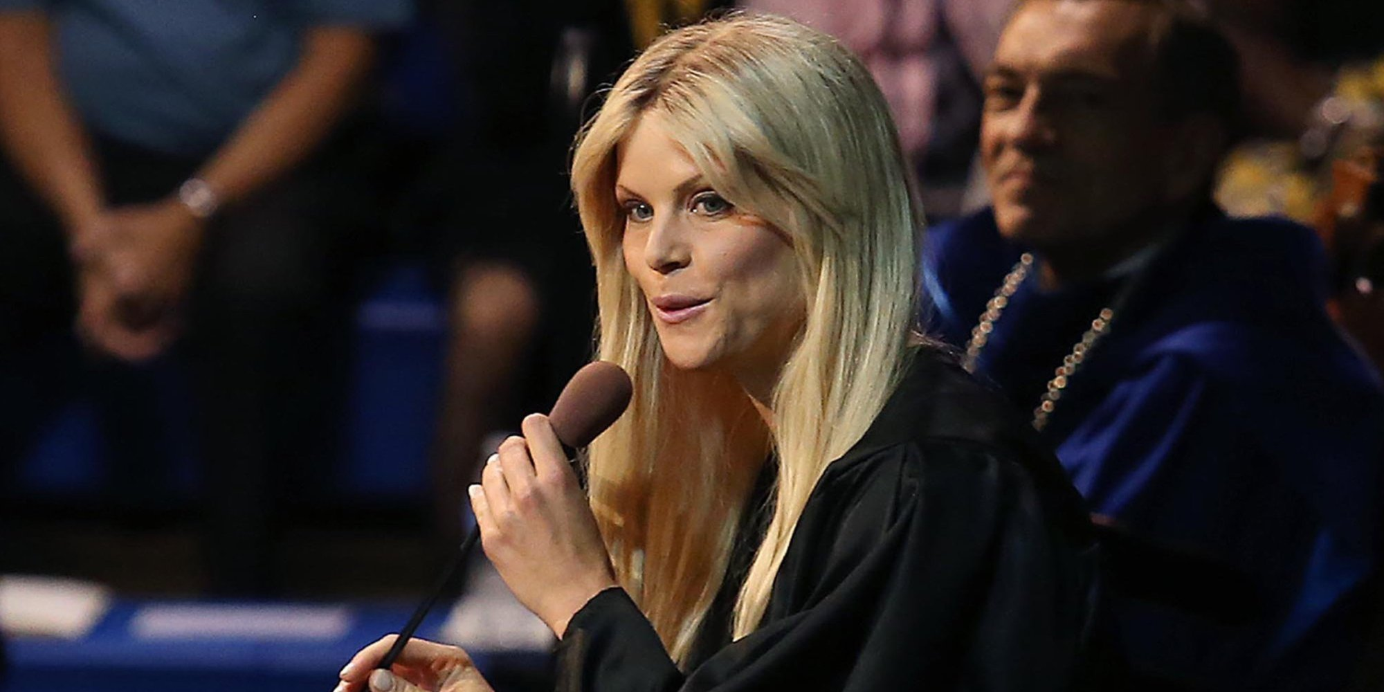 elin nordegren graduates  jokes about tiger woods in