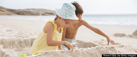 kids making sandcastle