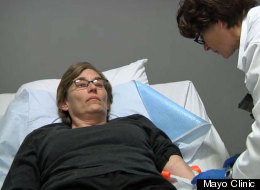Mujer está libre de cáncer tras recibir inyección con virus del sarampión