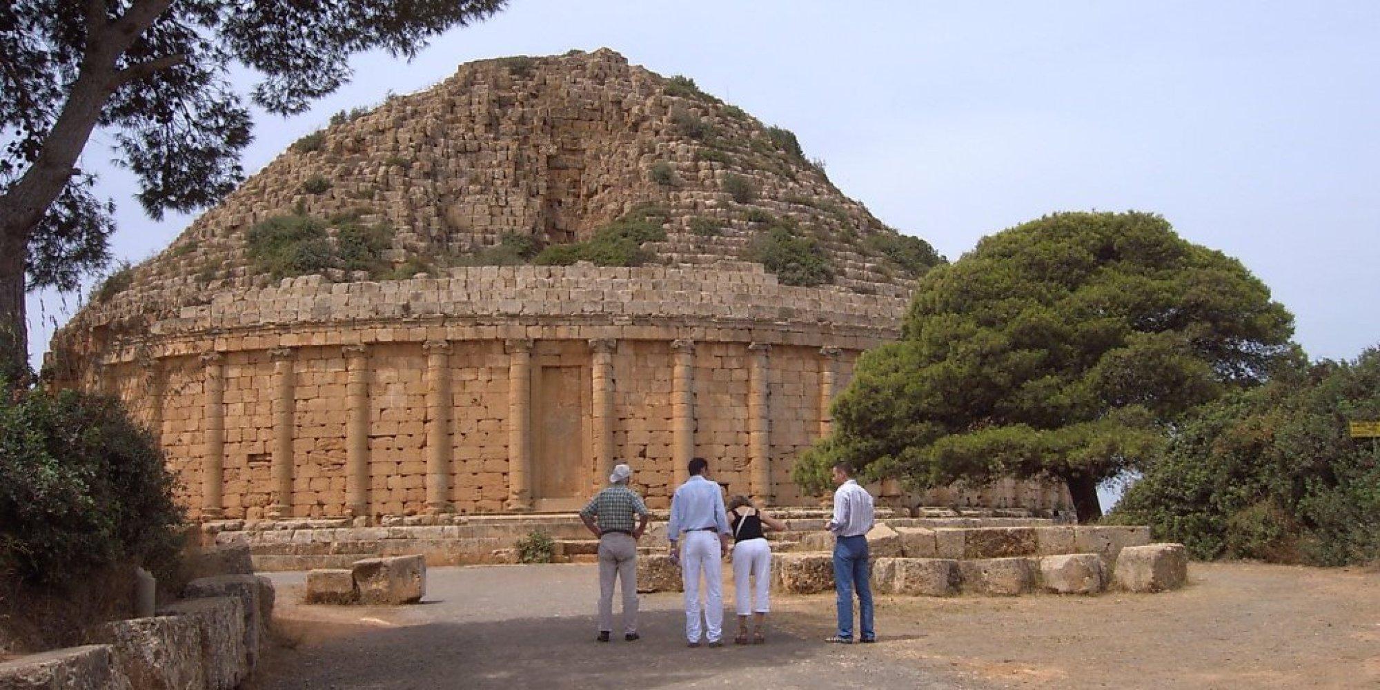 Tipaza le tombeau de la chr tienne un monument ruin par la n gligence - Les portes de l enfer turkmenistan ...