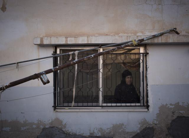 http://i.huffpost.com/gen/1804060/thumbs/n-SYRIAN-WOMAN-large640.jpg