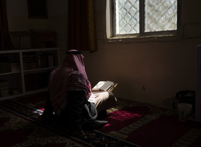 http://i.huffpost.com/gen/1804066/thumbs/n-KORAN-READING-large640.jpg