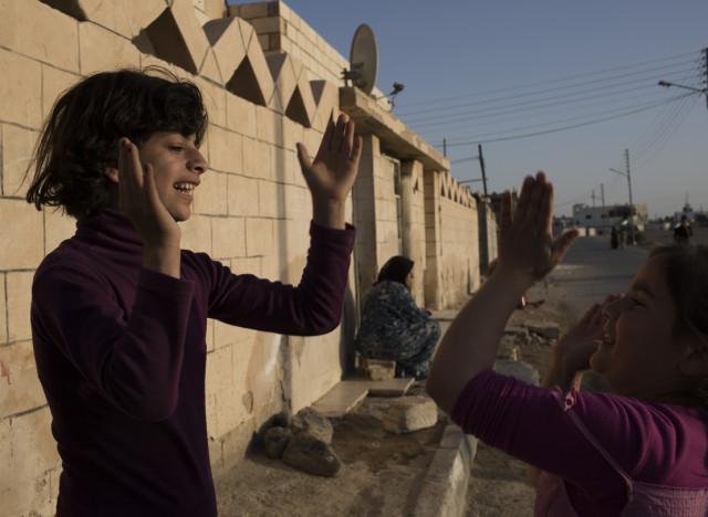 http://i.huffpost.com/gen/1804093/thumbs/n-SYRIAN-GIRLS-large640.jpg
