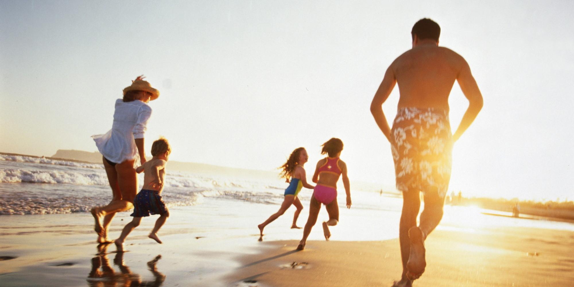 Grandes vacaciones de la familia en un presupuesto