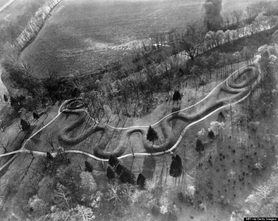 "an analysis of the most famous of all effigy mounds in the great serpent mound in adams county How we know the homeland & its use covering the woodland stage mound complexes, including the effigy mounds ""great serpent"" in timeline."