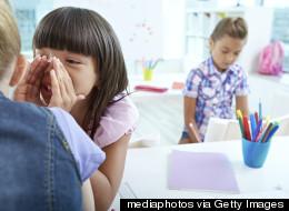 Comment réagir quand des élèves se moquent de notre enfant à l'école?