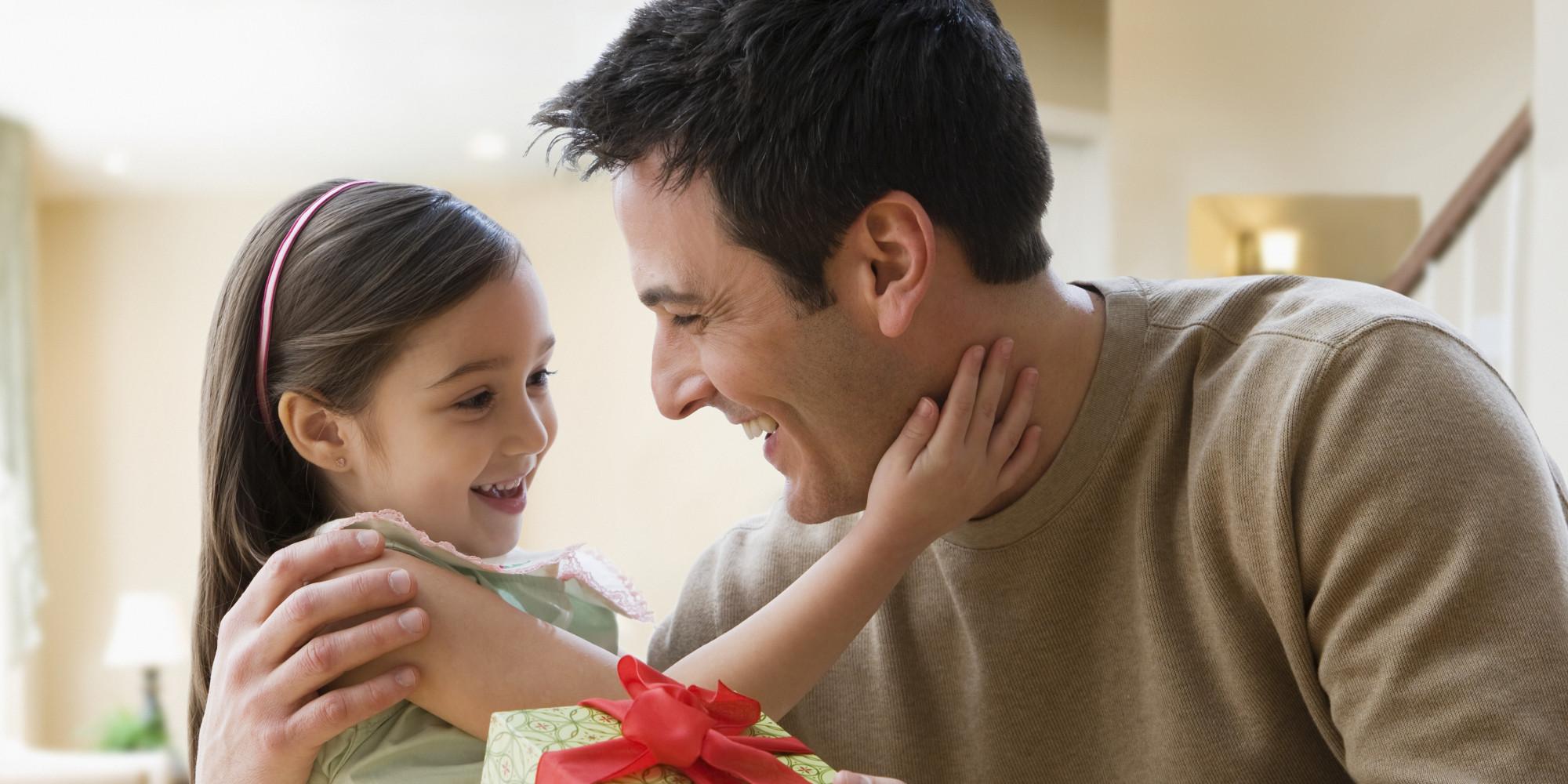 Подарить папа подарок  видео