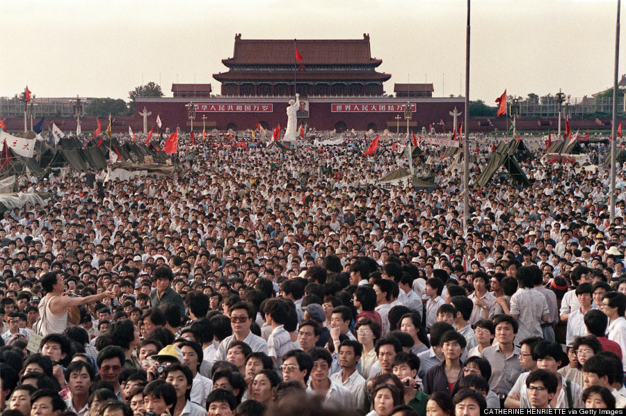 tiananmen crowd